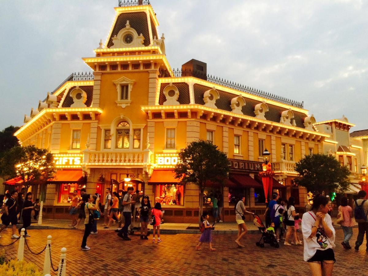 Hong Kong Disney Land: Halloween